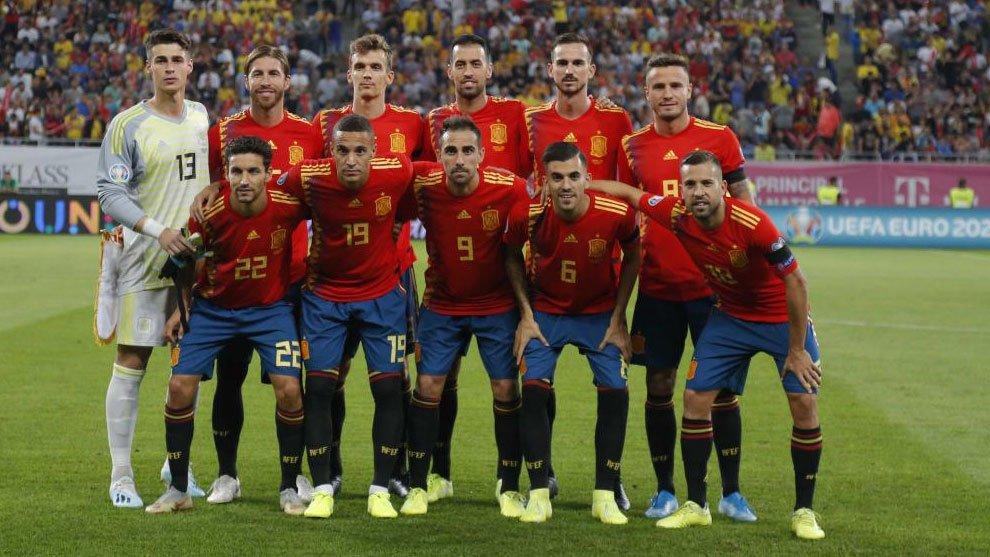 Army vaccinates Spain's soccer team ahead of Euro 2020