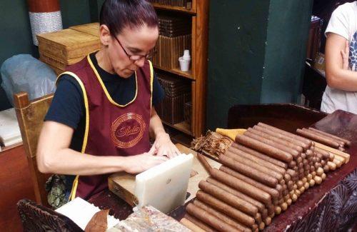Un negozio di Little Havana in cui vengono realizzati sigari lavorati a mano. Foto Grigore Scutari