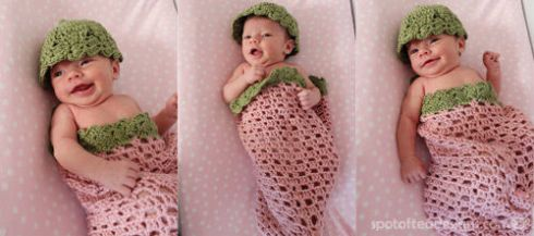 Handmade Strawberry themed Crocheted Pod for Baby Photo Shoots | spotofteadesigns.com
