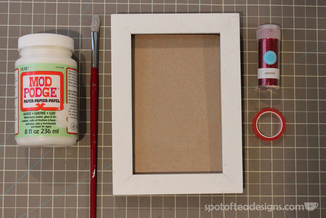 Recycle old picture frames and turn into holiday decor | spotofteadesigns.com