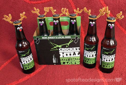 Dress up bottles beers (or root beer) as Reinbeers for a unique #Christmas gift wrapping idea | spotofteadesigns.com