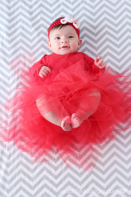 Baby Christmas Photo Shoot and DIY tutu tutorial | spotofteadesigns.com