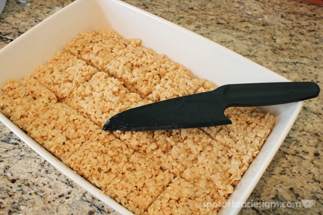 Holiday Gift Idea: Pampered Chef Nylon Knife - works great cutting through sticky snacks like Rice Krispies Treats or Brownies | spotofteadesigns.com