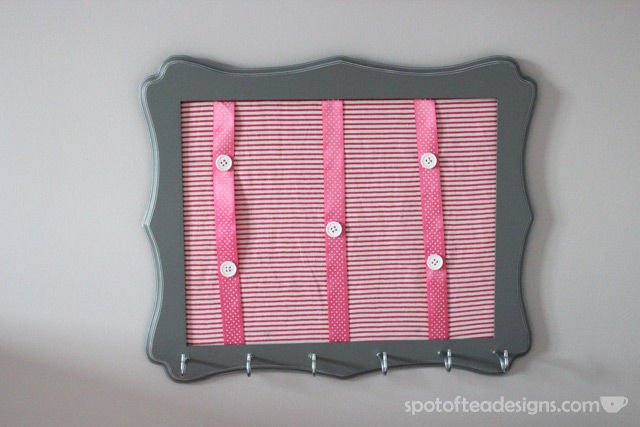 #Nursery #Craft: DIY Headband Hanger made from a picture frame | Spotofteadesigns.com