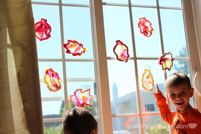 Fall Leaf SunCatcher Kids #Craft | spotofteadesigns.com