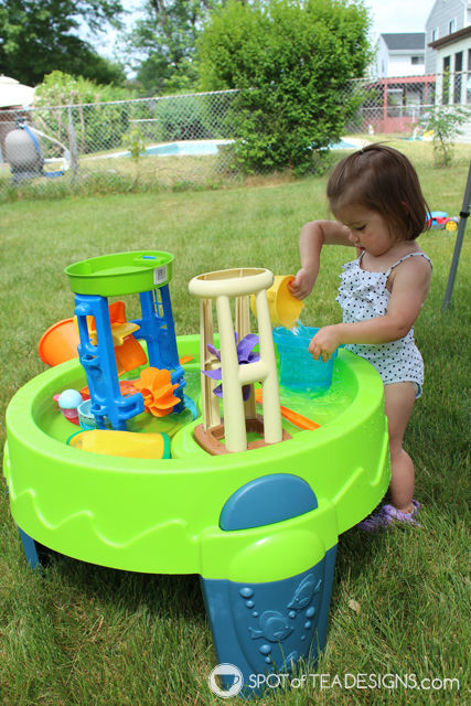8 must have backyard toys for #toddlers - water table | spotofteadesigns.com