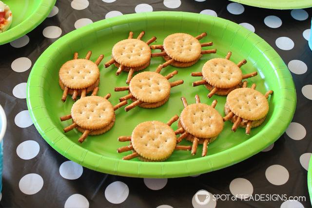 Cute Halloween Food ideas for Kids - spider peanut butter cracker sandwiches | spotofteadesigns.com