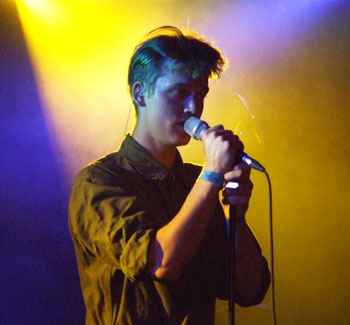 Asbjørn – personal expression on stage both in his voice and his hips