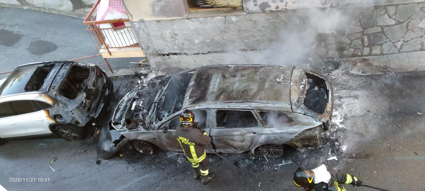 Voze, a fuoco due auto: ipotesi dolosa?
