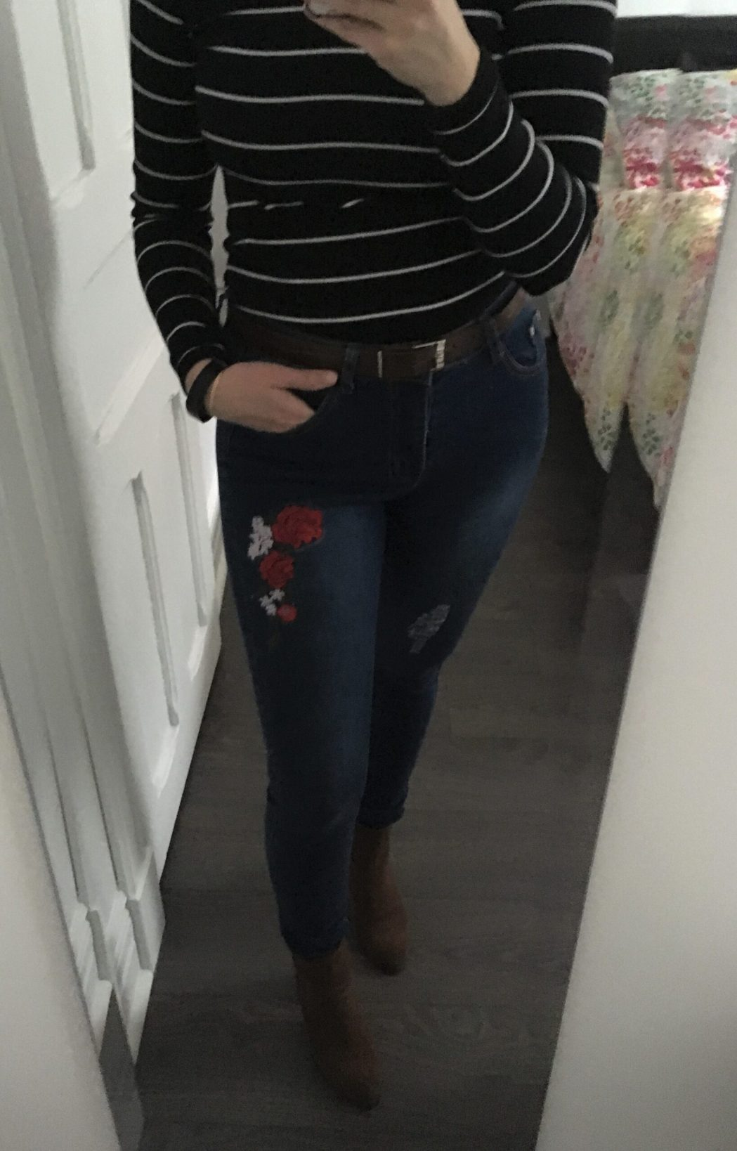 Jeans à broderies, 5$