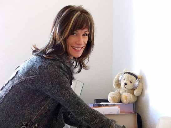 Logopädin Julia Collmar bei der Therapievorbereitung