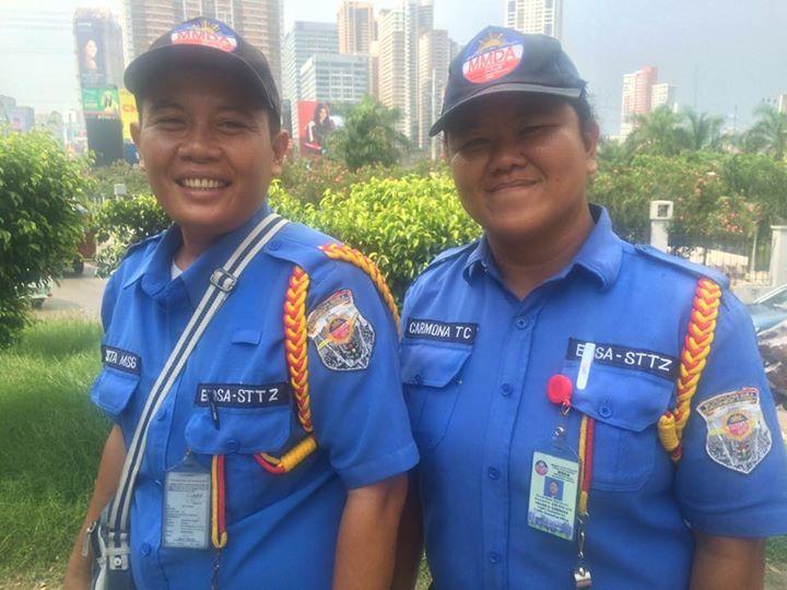 THE GOOD SAMARITANS – MMDA Constables lent money to troubled teen motorist