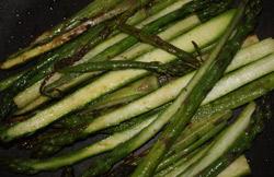 Proste przepisy na szparagi - zielone smażone szparagi