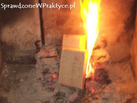 nowy płomień po dołożeniu brykietu