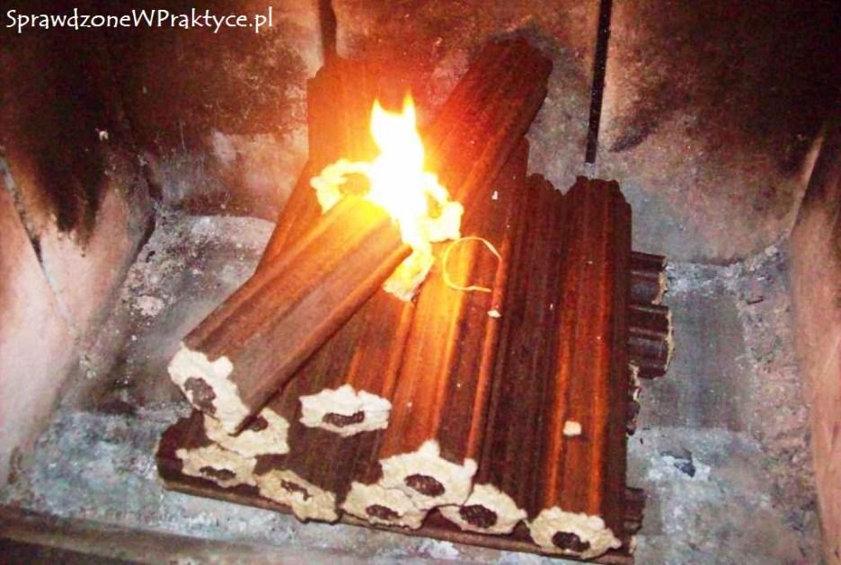 Brykiet Pini-Kay z OBI w kominku.