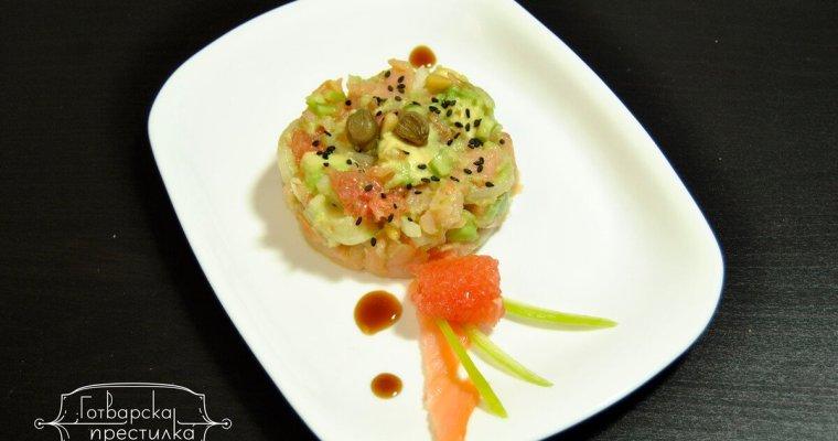 Цитрусова салата с пушена сьомга и авокадо
