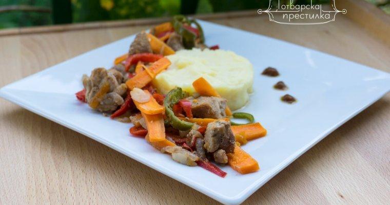 Свински късове на фурна със зеленчуци