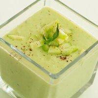 крем супа с авокадо и мляко, студена
