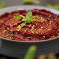 хумус с печено цвекло и фъстъчено масло и нахут