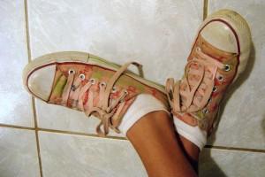 Jemanden auf dem falschen Fuß erwischen - © xenia, morguefile.com