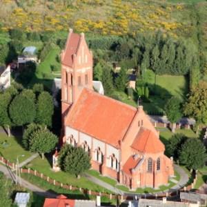 Kirche im Dorf lassen - © DariuszPa, istockpoto.com