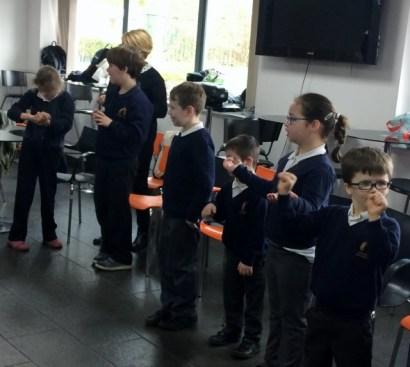 Signing Choir 4 (640x574)