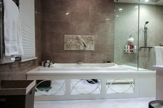 mirrored bathtub panel