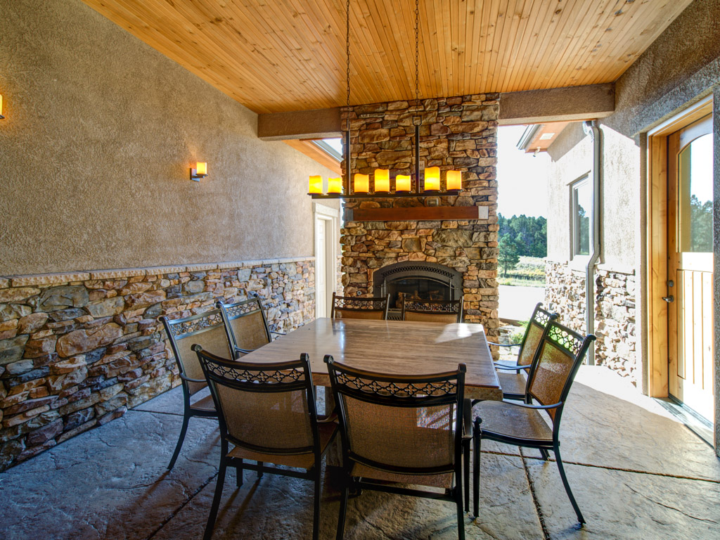 Foxchase Exterior Dining