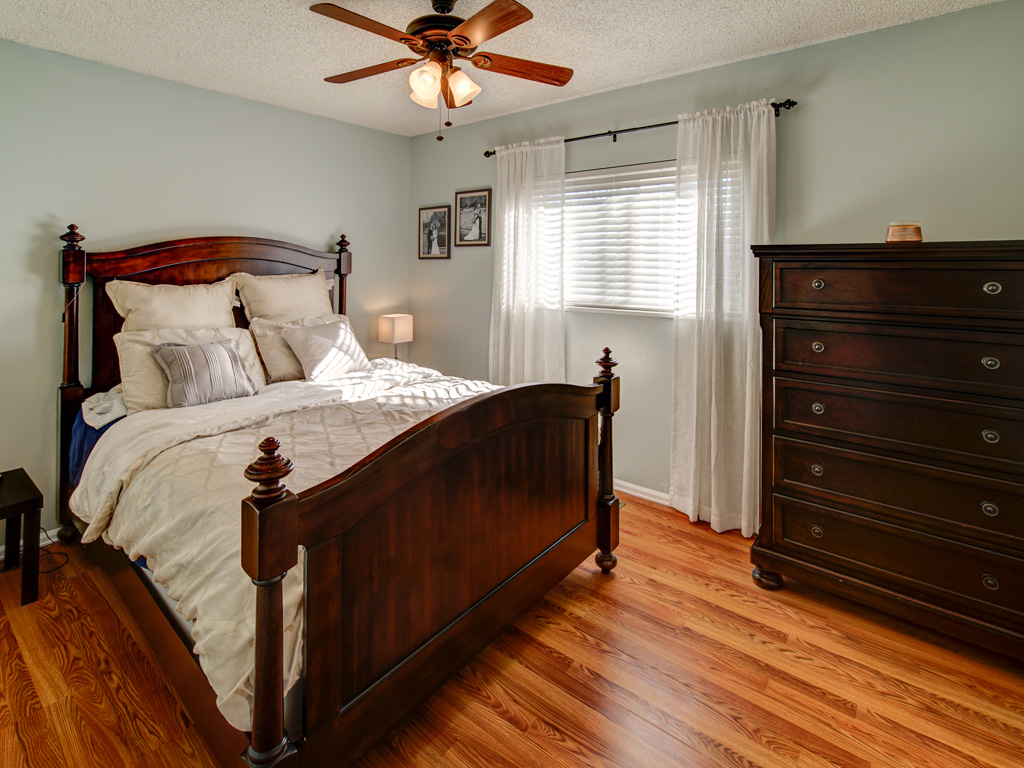 hunters-run-master-bedroom