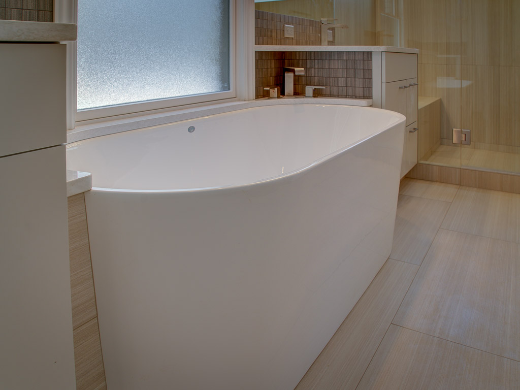 old-broadmoor-master-tub