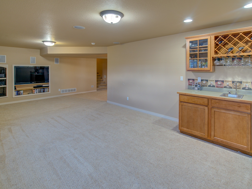 pictured-rocks-basement-wet-bar