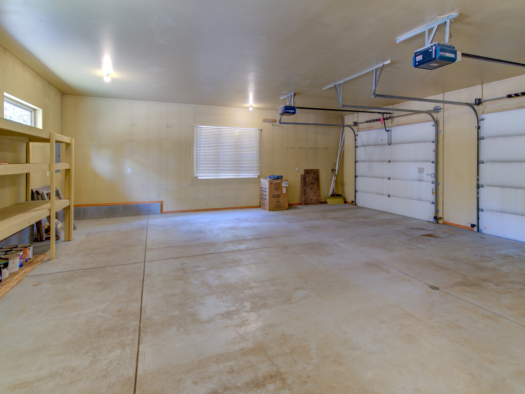 wavy-oak-apartment-garage