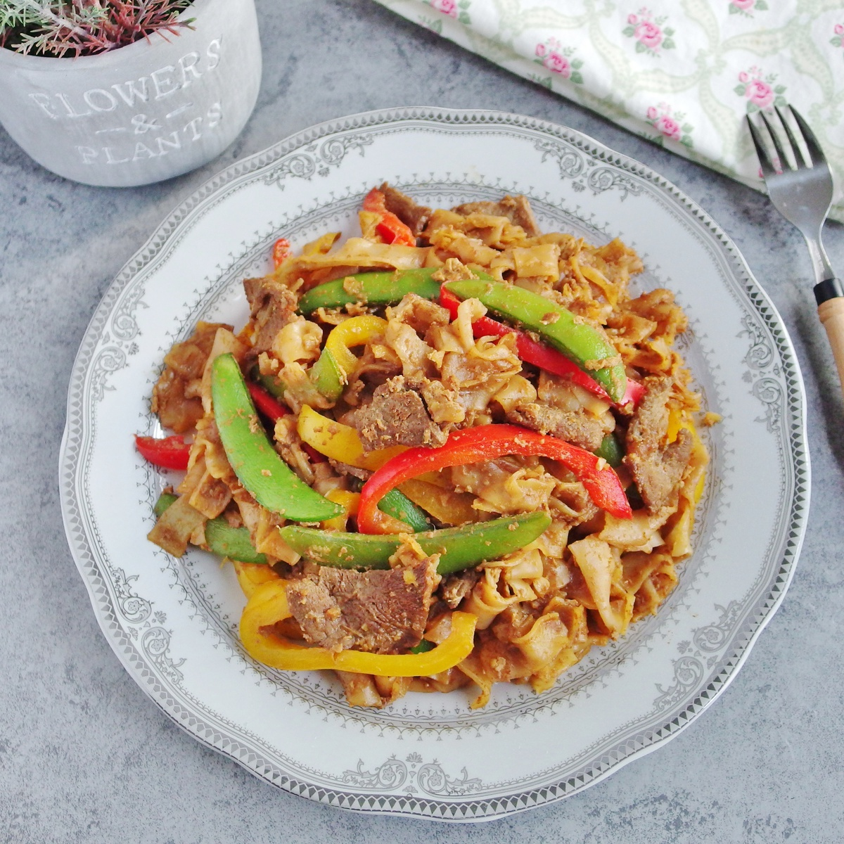 Beef Kway Teow with Bell Peppers & Sugar Snap Peas