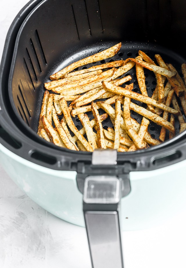 Air Fryer Pepperoni Pizza Fries