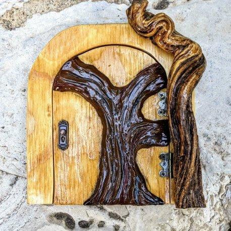 Twisted Tree Door6