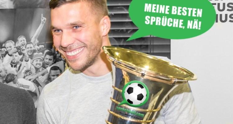 Lukas Podolski mit einem Pokal mit dem Spruchball.com Logo in der Hand