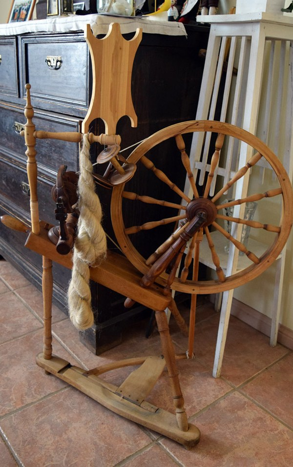 A kaldvokk with a distaff in the Museum of the Coastal Swedes in Haapsalu.
