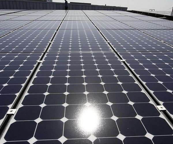 Closing in on state-of-the-art semiconductor solar cells