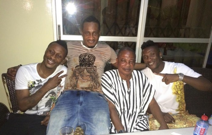 Asamoah Gyan with his father and brothers