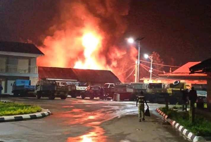 Property Worth Billions Destroyed After Fire Guts Fort Portal Lorry Park!