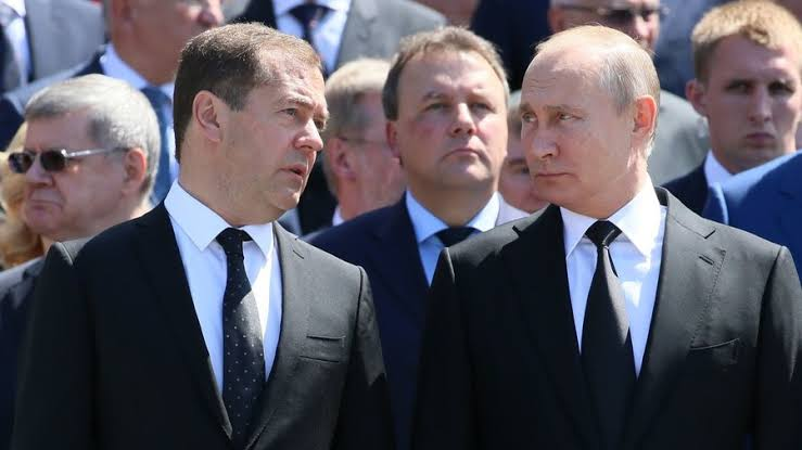 Russian Gov't Resigns Over Disagreements With President Putin