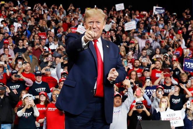 Drama As Stubborn Trump Shuns Quarantine, Flies Back To White House For Campaigns