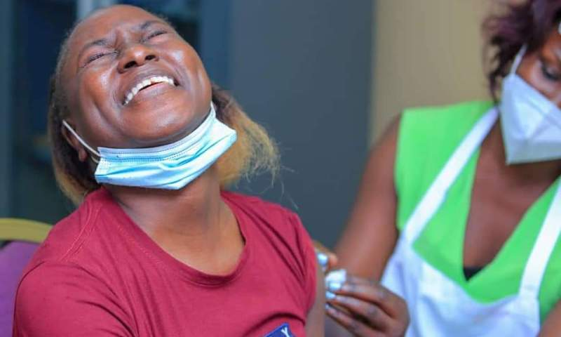 Health Workers At Victoria University Overwhelmed By Massive Turn Up Of Students,Staff For 1st Covid-19 Vaccination Jab