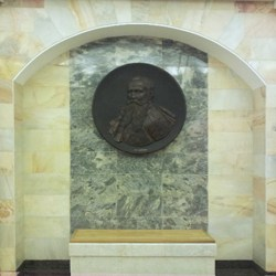 Metrostation Admiralteyskaya - Admiral Makarow in Bronze