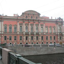 Beloselsky-Belozersky_Palace_from_Anichkov_Bridge_St._Petersburg