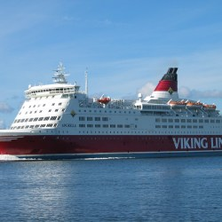 Ferry_viking_line_amorella_20050823_001 CROP