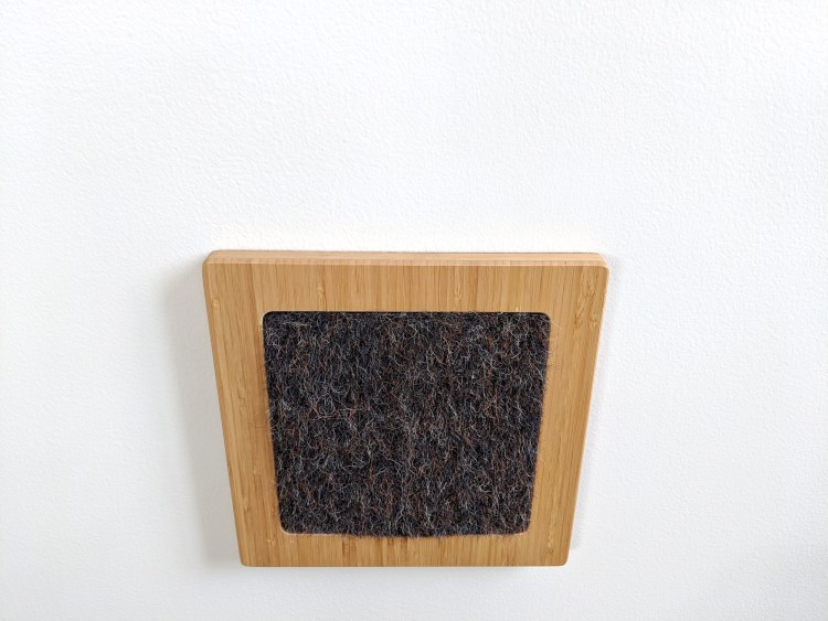 Modern wall cat scratcher in bamboo and gerbil insert top view
