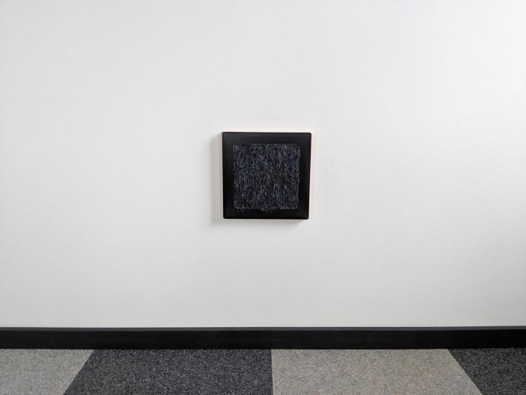 Modern wall cat scratcher in black SDF black cat