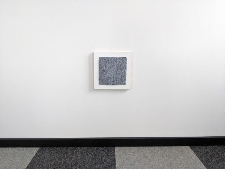 Modern wall cat scratcher in white SDF and chinchilla