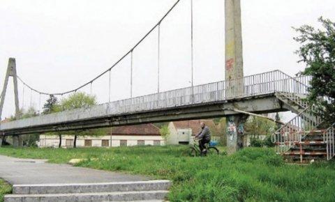 Атракција: Мост на сувом
